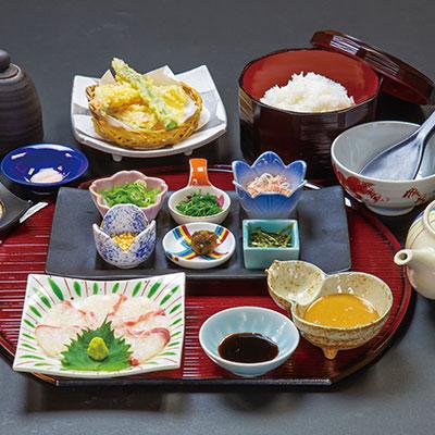 【ご昼食】かがりやの鯛茶漬け